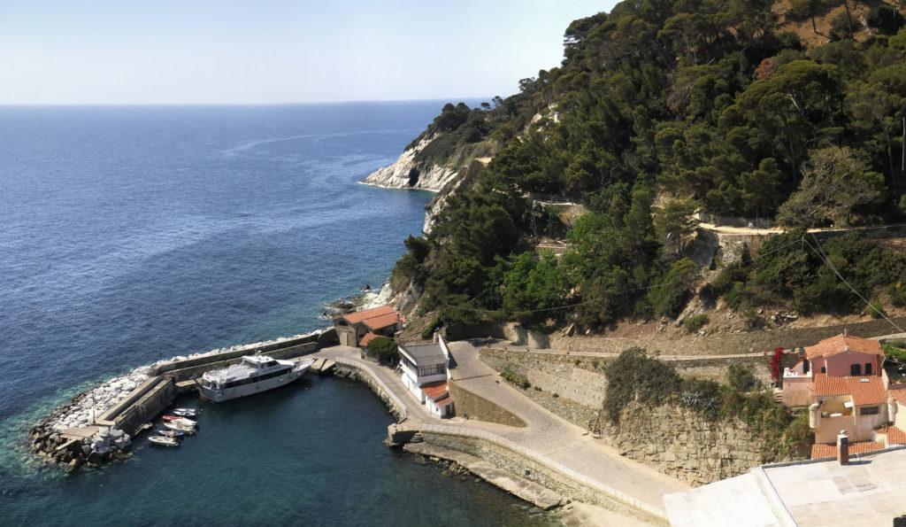 De politiepost op het eiland Gorgona