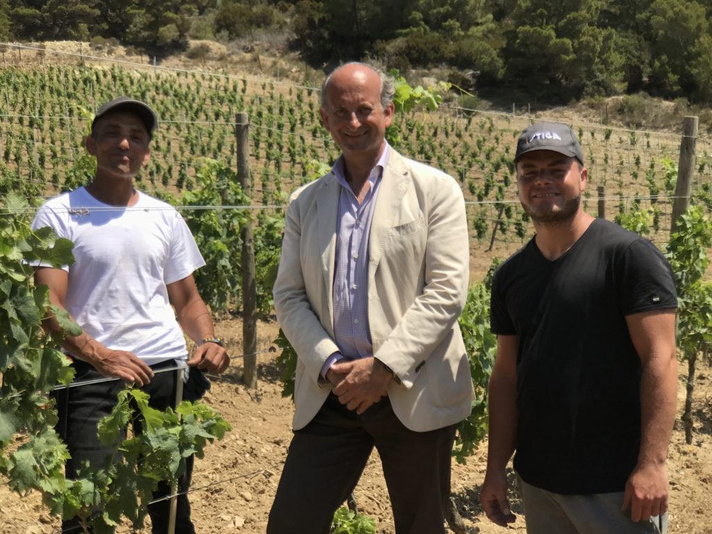 Lamberto Frescobaldi temidden van twee gevangenen van Gorgona eiland