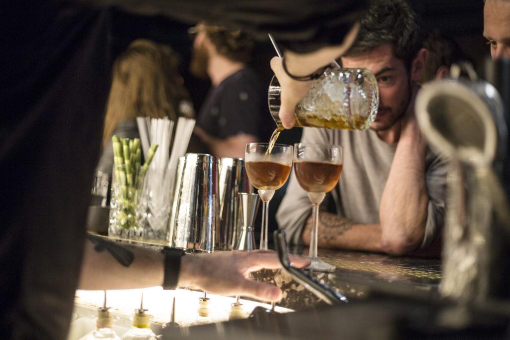 Drankjes in hotelbar House Bar
