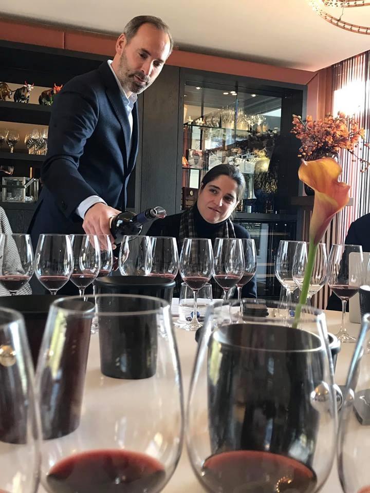 Xavier Kat schenkt Sassicaia in met Priscilla Incisa della Rocchetta