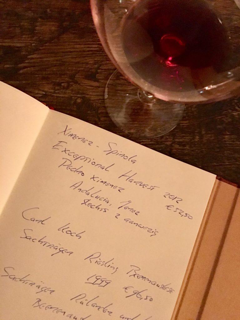 Wijnbars doen ook aan speciale wijnkaart boekjes