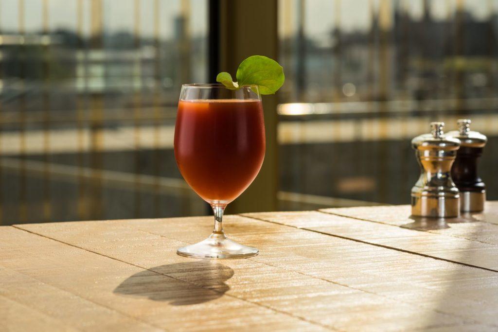 cocktail bij MR PORTER