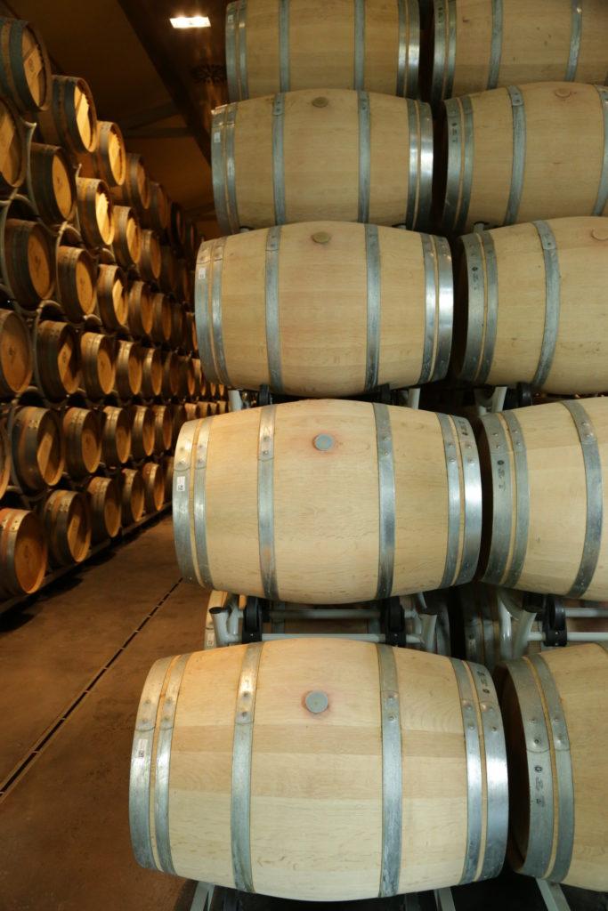 kelder vol houten vaten