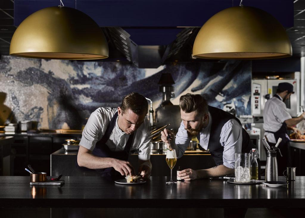Barman en chef creëren bar bites op Valentijnsdag bij Bluespoon