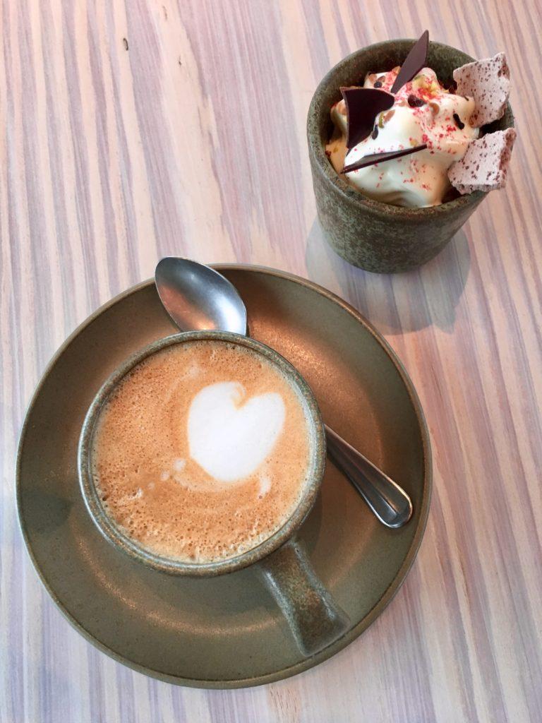koffie met hartje in melkschuim