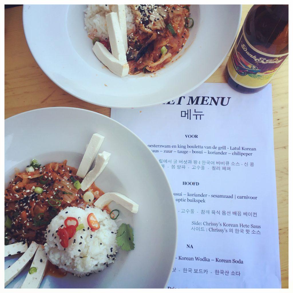 Twee borden met Koreaans eten