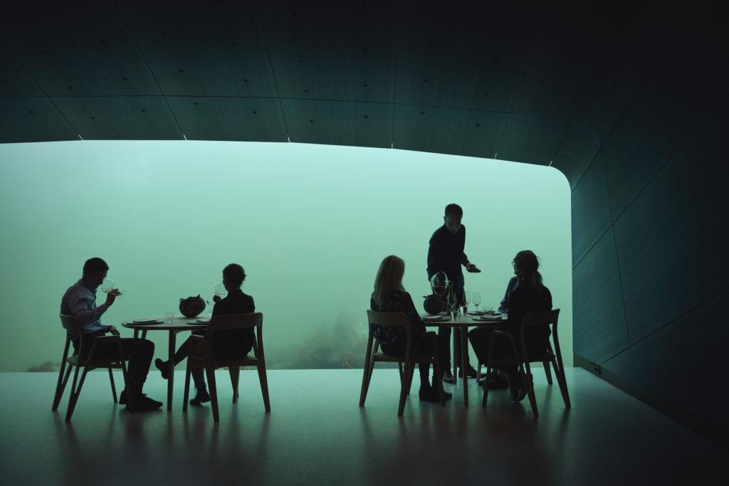 Onderwater restaurant Under van binnen